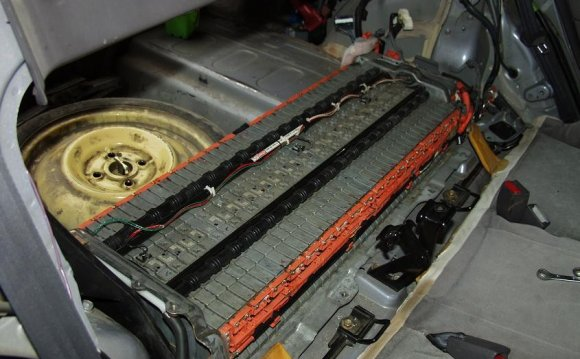 Ремонт батареи гибридного авто
